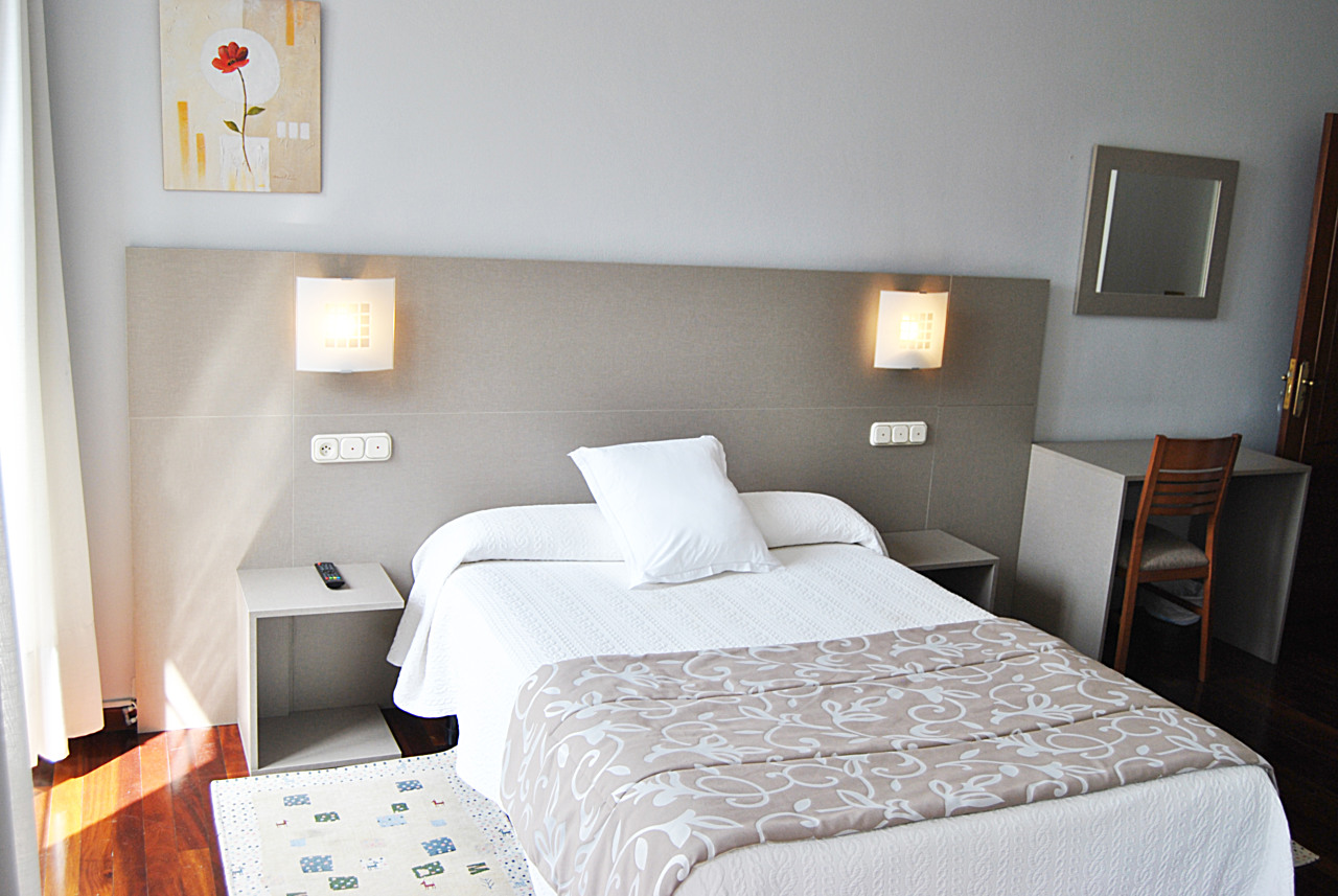 Single Room - Rooms - HOSTAL FORNOS PR ***